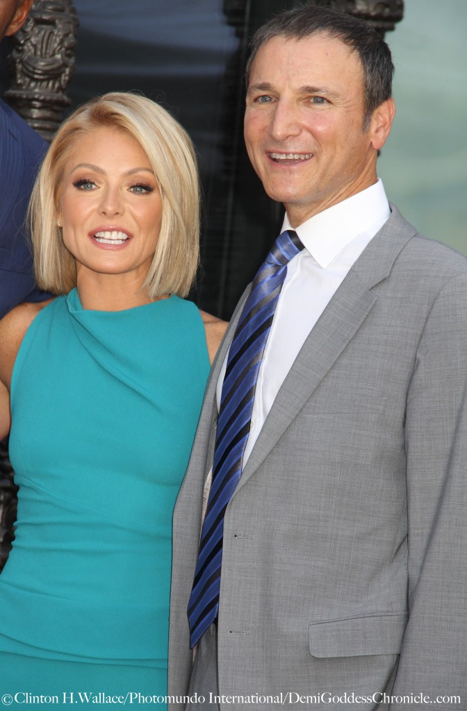 Kelly Ripa celebrate with executive producer Michael Gelman at her Hollywood Walk Of Fame Star dedication ceremony ©Clinton H.Wallace/Photomundo International/DemiGoddessChronicle.com