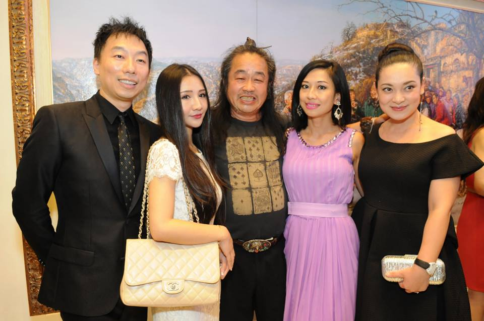 Chinese Painter Cao Yuog and guests. Photo Credit: William Kidston Photography courtesy of LUXE WORLD for Demi Goddess Chronicle